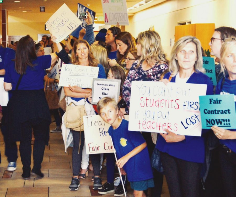 Protesters+line+up+and+advocate+for+higher-quality+classroom+sizes+and+an+efficient+and+honest+contract+at+the+SMUSD+board+meeting+last+month.